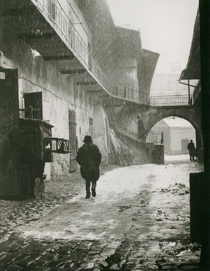 RomanVishniac. Entrance to the Old Ghetto, Krakow    San Francisco Museum of Modern Art