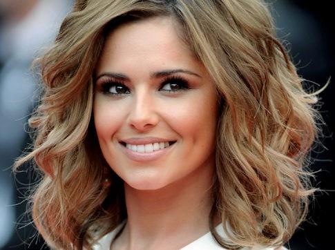 Love Cheryl Coles medium wavy hair