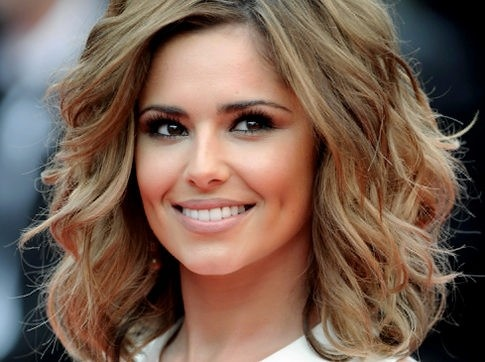 Love Cheryl Coles medium wavy hair