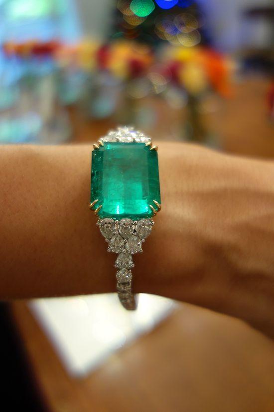 Pulseira Esmeralda. E diamantes