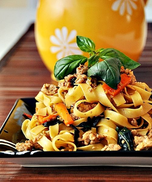 Tagliatelle with Spicy Thai Basil Chicken- need to try this soon!: Thai Basil Recipes, Asian Recipes, Spicy Thai, Thai Basil Chicken, Thai Noodles Recipes Colleges, Meat Recipes, Thai Dishes, Classic Thai, Free Cooking