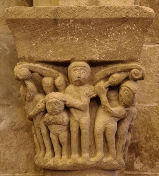Capitel con lucha - Interior del ábside de la colegiata de San Martín de Elines, Valderredible, Cantabria