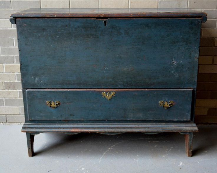 Lot: Early Hudson Valley 1 drawer blanket chest in blue, Lot Number: 0149, Starting Bid: $300, Auctioneer: Hyde Park Country Auctions, Auction: COUNTRY AMERICANA & PRIMITIVES SALE, Date: January 7th, 2017 EST