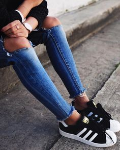 Cool sneakers in black and gold.