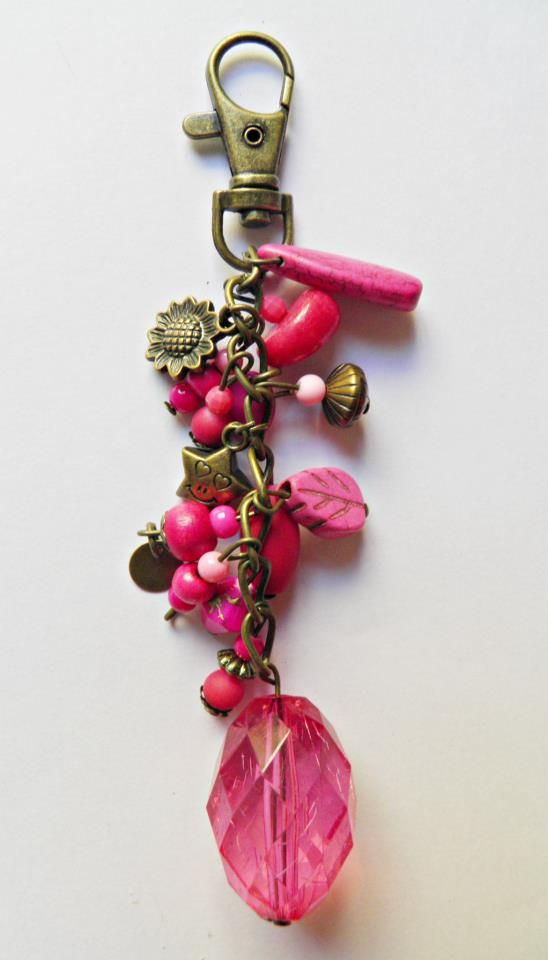 17 best images about llaveros on pinterest beaded purses - Manualidades con piedras de playa ...