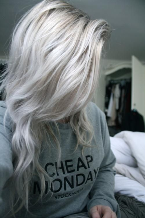Long Silver Hair | Long and wavy silver hair to the side and in he front.