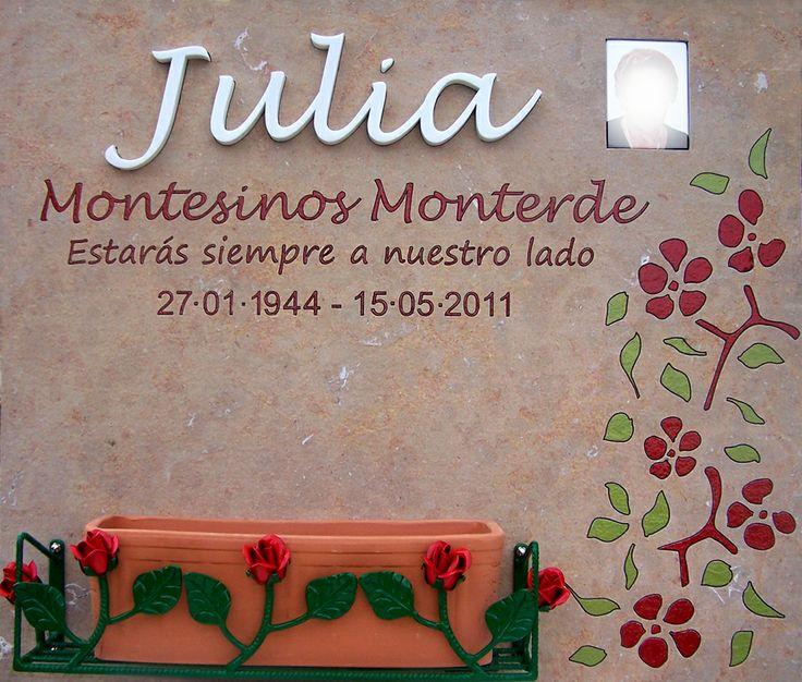 Lapida de las Rosas Lapida en mármol Cenia de Ulldecona flameado con el nombre en mármol blanco incrustado. Motivo floral calado y pintado. www.lapidaspersonalizadas.com 962122234 y 625194377