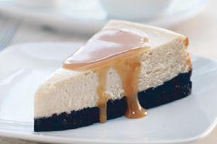 Gâteau au fromage à la cassonade, sauce au bourbon - Chic, vous pouvez le parfumer au bourbon ou au rhum.