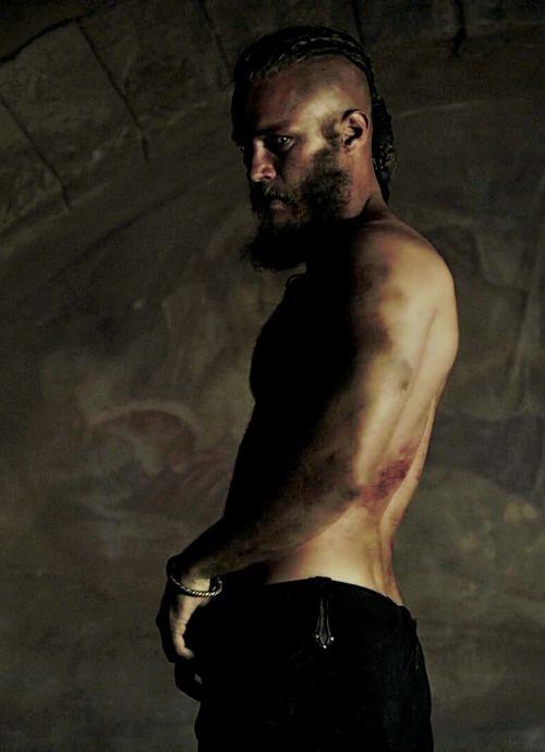 Ragnar Lothbrok | VIKINGS