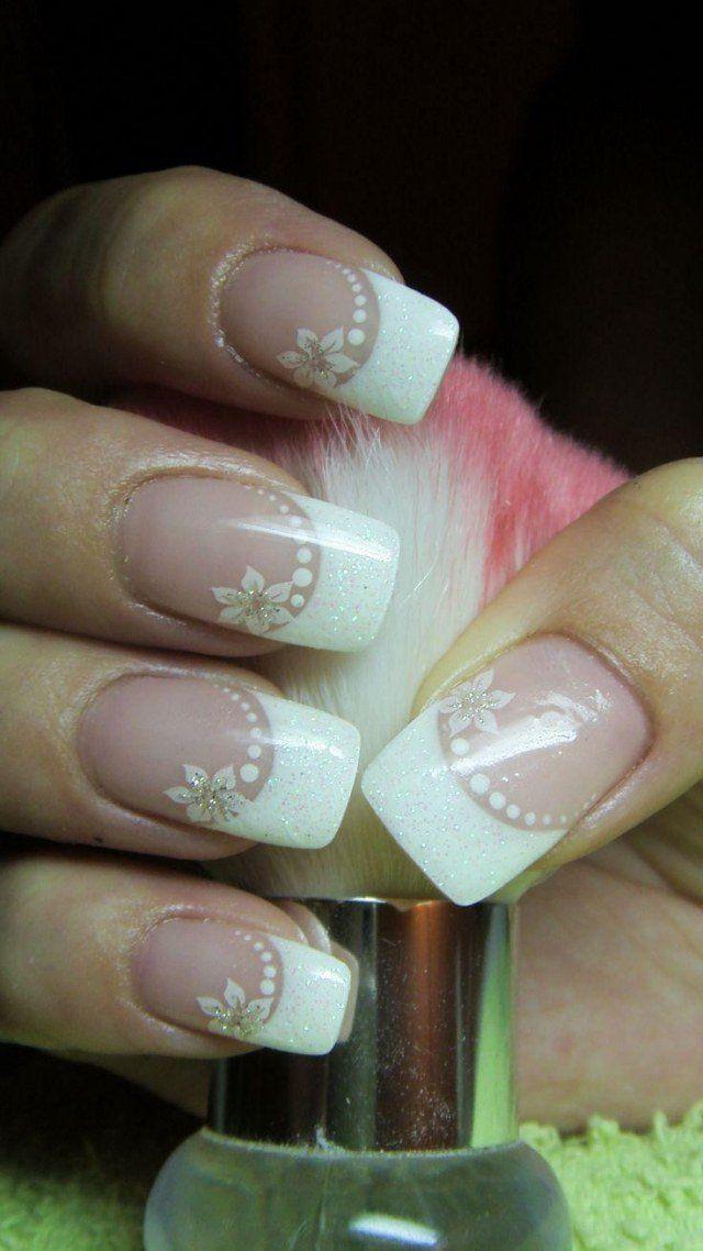 nail art mariage French manucure décorée de fleurs