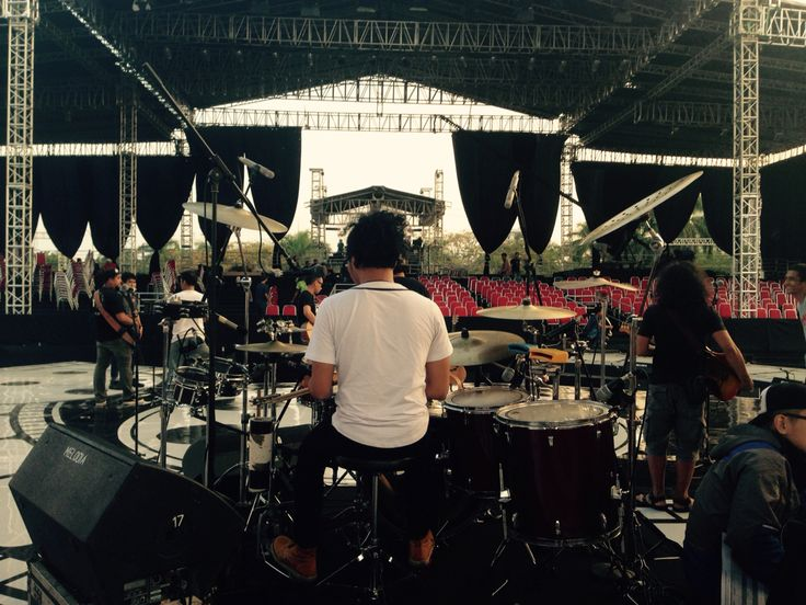 Sound check Malam Puncak 28 Tahun FESTIVAL FILM BANDUNG, 12 September 2015. #IwanFals & #Band #YoseKristian #Drums #Music #Indonesia