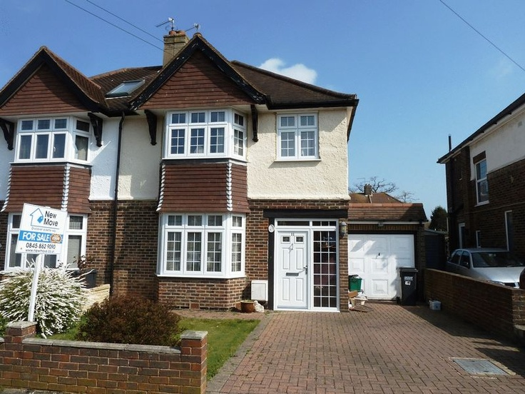£349,950  3 Bedroom Semi Detached House - Ellesmere Drive, South Croydon, Surrey, CR2 9EH Estate Agents