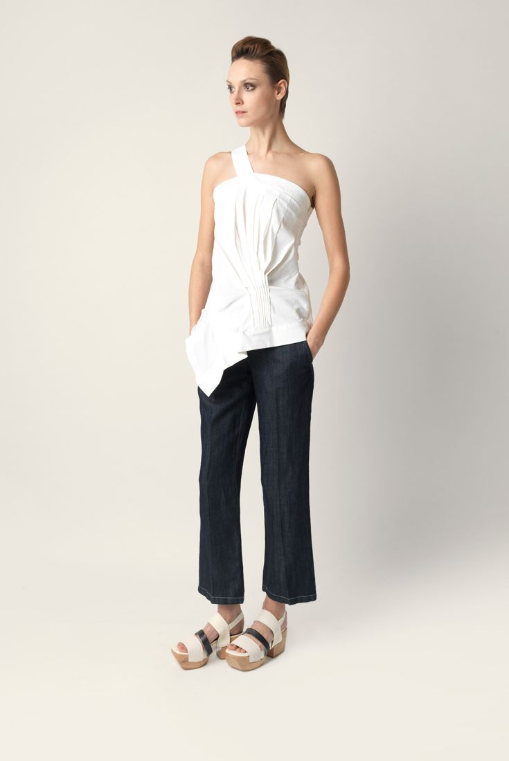 Top Malloni one shoulder asymmetrical. Made strech technical linen fabric.