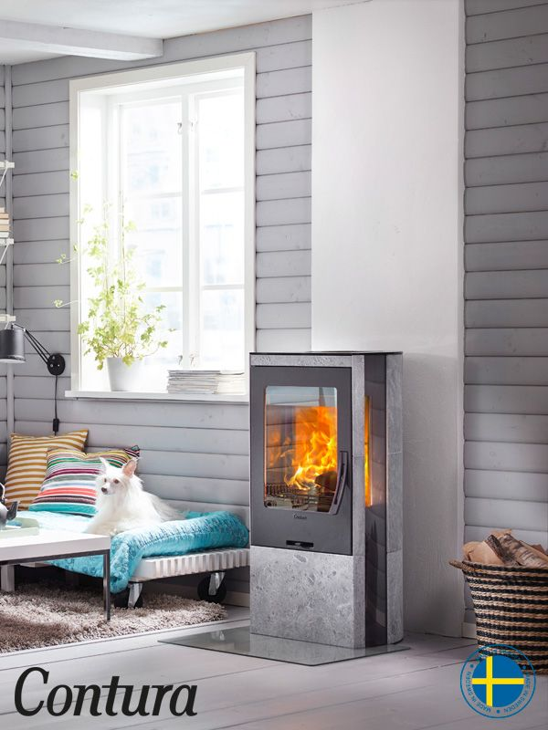 The stove is available with natural heat-retaining soapstone and a glass top and you can choose between a cast iron or a glass door.