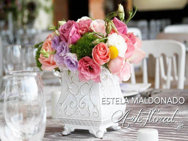 Centros de mesa colores pasteles #vintage #bodas #bodasmexico #sanmigueldeallende #guanajuato #wedding #centerpiece #floral