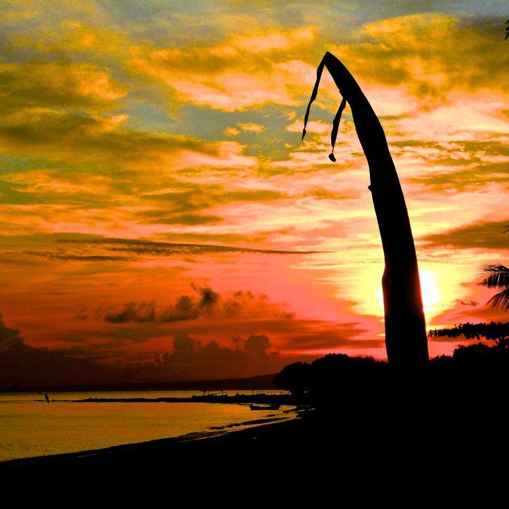 zonsopgang bij www.villabuddha.com Bali Te Huur € 1495,- per week , Uw prive villa aan het strand met personeel. moniquekruyssen@zonnet.nl