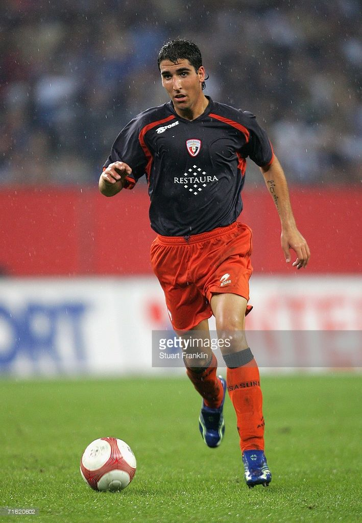 raul-garcia-escudero-of-ca-osasuna-in-action-during-the-uefa-league-picture-id71620602 (709×1024)