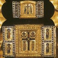 The Stavelot Triptych (1156) (Central Panel) Morgan Library & Museum, New York. This medieval reliquary made of gold and enamel, which housed pieces of the True Cross, was created by Mosan goldsmiths at Stavelot Abbey in Belgium.