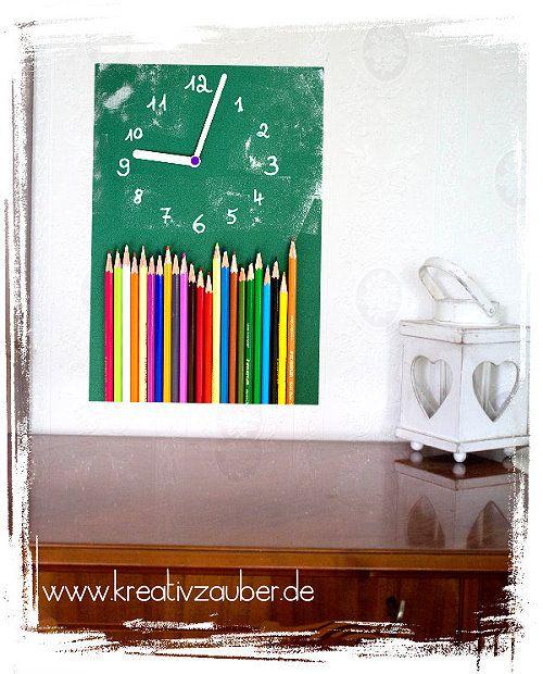 Kunterbunte Stifte Uhr basteln - für das Kinderzimmer - Lehrerzimmer - als Geschenk für eine angehende Lehrerin - als Abschiedsgeschenk für einen Lehrer - als Geschenk zum ersten Schultag usw. - Anleitung im Shop www.kreativ-zauber.de