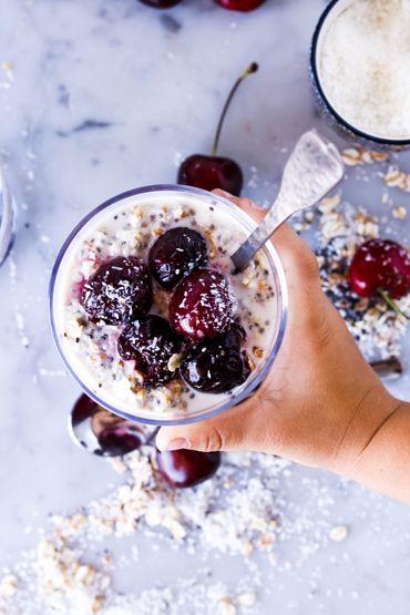 Сегодня готовим полезный завтрак из овсянки с черешней, такие завтраки еще называют «ленивыми». Да, вот такое забавное определение получили завтраки по той причине, что овсянку для них варить не надо.   http://fullspoon.ru/poleznyj-zavtrak-iz-ovsyanki-s-chereshnej/