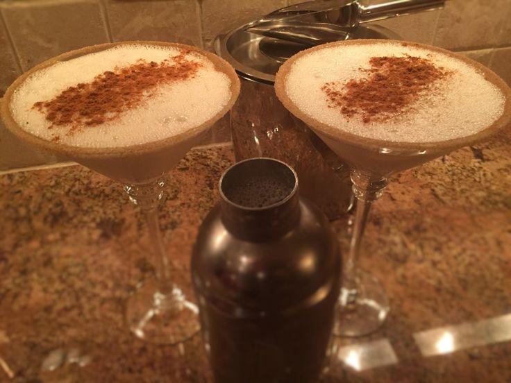 Rum Chata Snickerdoodle Martini is holiday/winter cocktailthat includesRum Chata, Vanilla Vodka, Cinnamon and half and half.