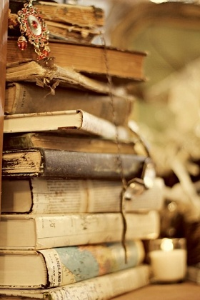 .: Libraries, Vintage Books, Antiques Books, Beautiful, Stacking Of Books, Things, Books Love, Sweet Dreams, Old Books