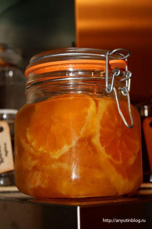 Этот рецепт — спасение от авитаминоза и от зимней депрессии. Внешний вид и вкус очень поднимают настроение. Ах, эти кружочки апельсина в банке... необычная острота имбиря в сладком варенье. Просто прелесть.