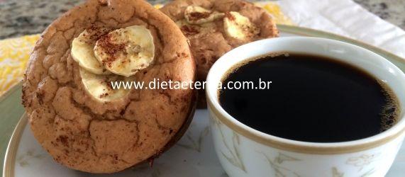 muffin (banana, leite, farelo de aveia, ovo e demerara)