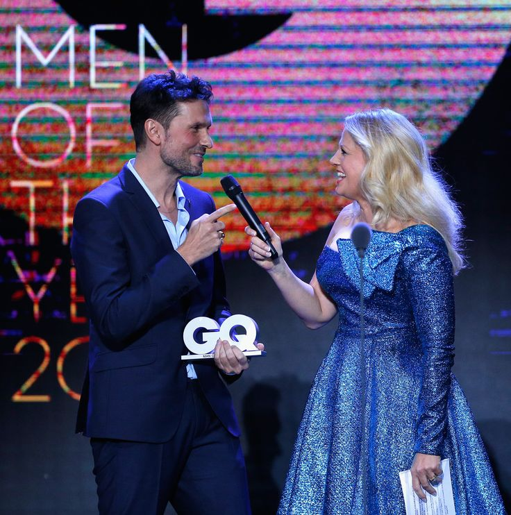 GQ Mann des Jahres Simon Verhoeven und Barbara Schoeneberger sind auf der Bühne bei der GQ Männer des Jahres Award 2017 Show in der Komischen Oper am 9. November 2017 in Berlin, Deutschland. (Foto von Franziska Krug / Getty Images für GQ) #GQ #SimonVerhoeven #BarbaraSchoeneberger