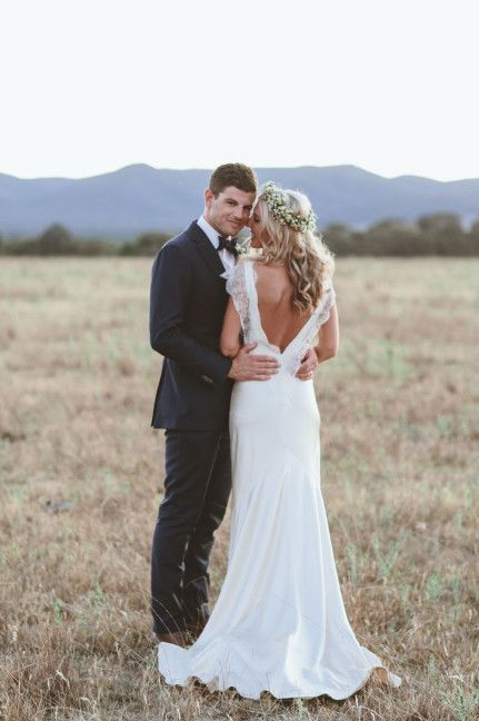 10 Beautiful Backless Wedding Gowns: Sarah Janks Belinda gown