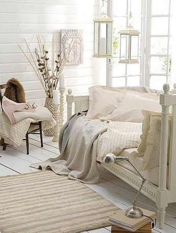 ...: Beds Rooms, Bedrooms Design, Sleep Porches, White Rooms, White Bedrooms, Reading Nooks, Beaches Houses, Shabby Chic Bedrooms, Romantic Rooms
