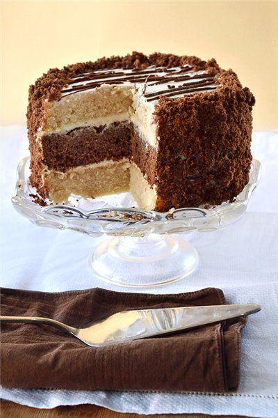 В тесто можно добавлять орехи/мак/запаренный чернослив или курагу. Из такого же теста делают пирожное «Пенечки» И прослаивая торт, можно выкладывать на крем консервированные или свежие фрукты. Это добавит торту свежести и сочности. Тесто: 3 стакана муки 4 яйца 2 стакана кефира или…
