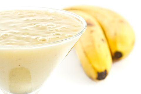 Op zoek naar een gezond smoothie met fruit dat je altijd goedkoop voorhanden…