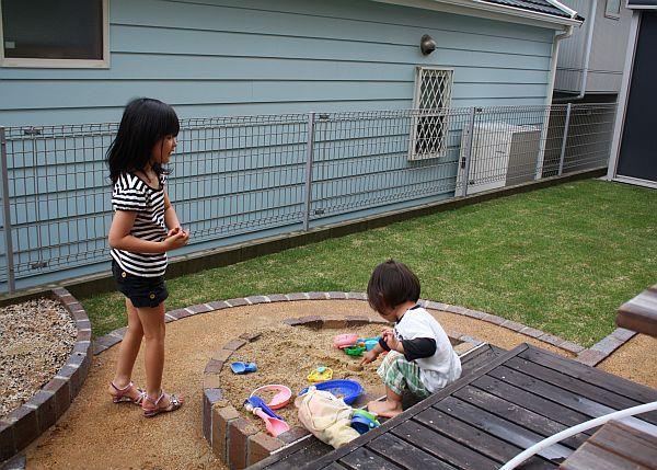 芝生に砂場に、遊べるお庭 神戸-神戸・三田 外構・エクステリア ガーデンオーヴ