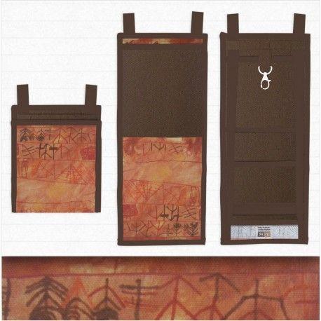 Un petit sac astucieux au look ethnique, aux couleurs chaleureuses, fabriqué en France #petit_sac_pratique #EthnicLook_handbag #french_designer_bags Plus/More Collection Créatif> https://www.tisac.shop/23-le-ti-sac-creatif