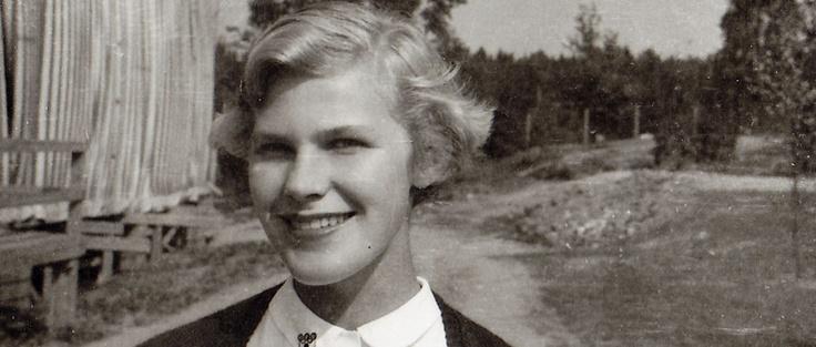 """Elisabeth Rehn (1935–) First female Minister of Defence in the world. My lean in -hero. """"Naisten johtajuuden edut liittyvät mielestäni juuri siihen, että he toimivat naisten johtamistyylillä. Mikäli he apinoivat miehiä, he menettävät sen myötä aitoudessa."""""""