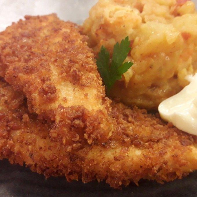http://enriquechef.com/recetas/dorada-crujiente-con-pastelitos-de-patatas/