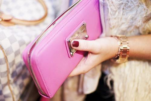 Çok kibar bir el çantası..