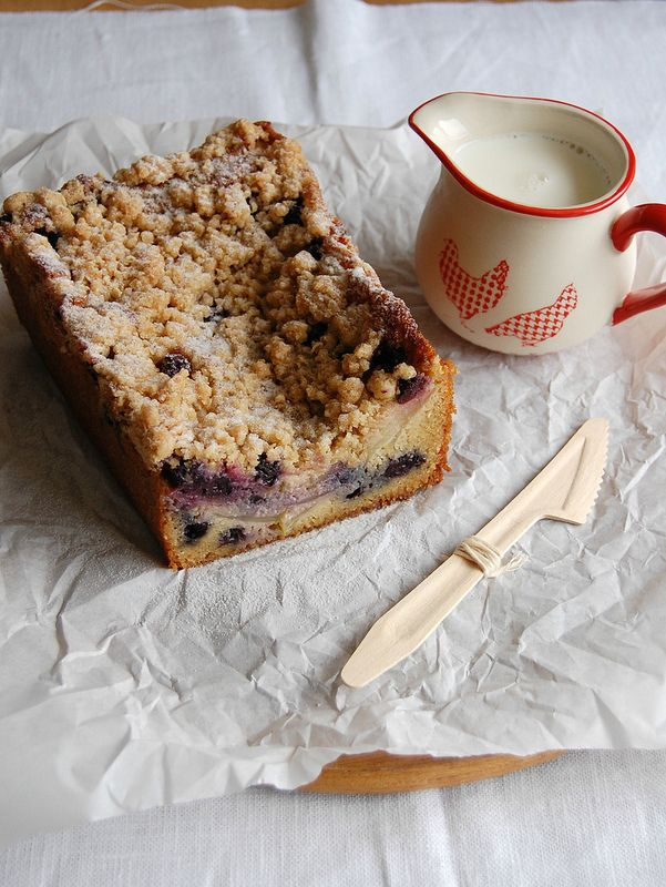 Apple and blueberry crumble cake + a movie that could be about my own life @FoodBlogs