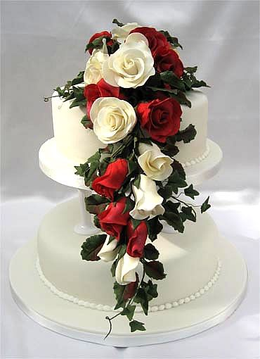 ivory wedding cake with purple roses 170 best images about wedding cakes seperate tiers on 16552