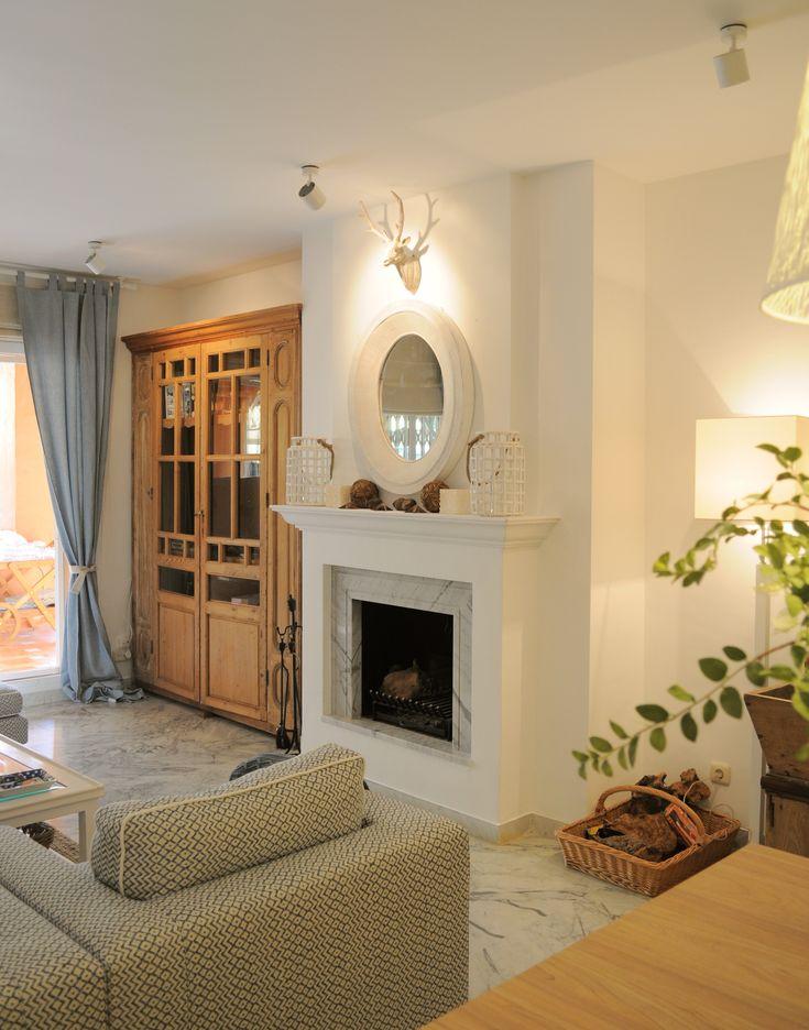 salon tradicional decoracion via planreforma accesorios chimenea iluminacion