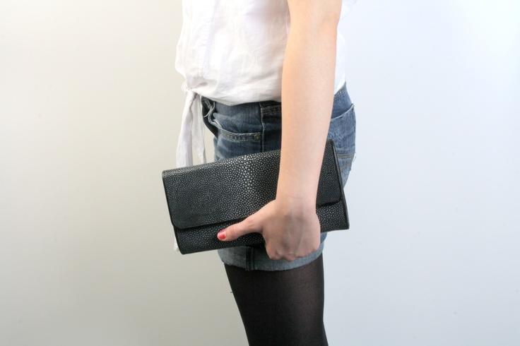 Black shagreen clutch. // Pochette de soirée noire en galuchat. Available on // Disponible sur : http://www.galerie-galuchat.com/boutique/pochette-soiree-galerie-galuchat