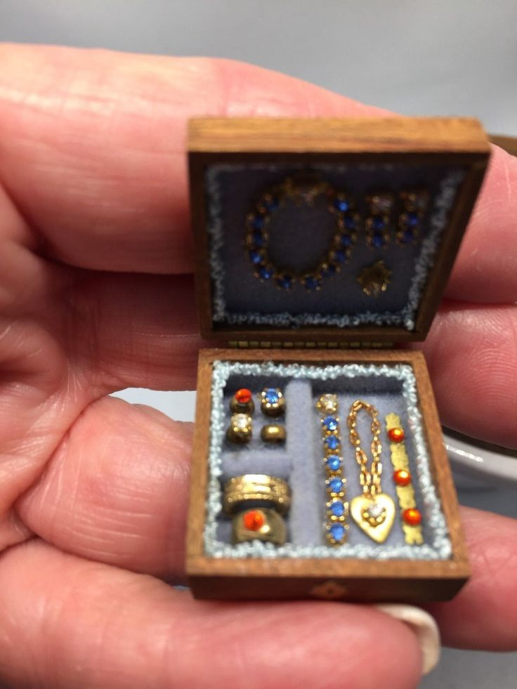 Dollhouse Miniature Artisan Hand Made Wood Jewelry Box Filled with Jewels 1:12 |…   – Miniatur