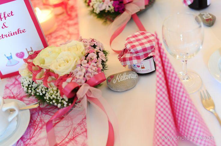 Hochzeit Tischdeko Tischkarte auf Stein Hochzeitsmarmelade karierte Serviette