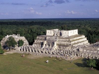 Temple of Columns, Chichen Itza Ruins, Maya Civilization, Yucatan, Mexico Lámina fotográfica