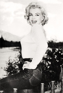 RIVER OF NO RETURN (1953) Marilyn Monroe on location in Canada