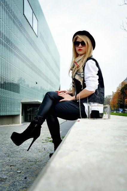 Co myślicie o stylizacji? Model już niedostępny, podobny ---> http://www.stylowebuty.pl/products/Botki-Luxen-BLACK.html
