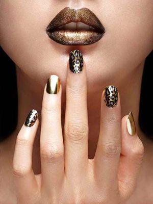 30 Striking Metallic Nail Trends - http://trendyinsight.com/30-striking-metallic-nail-trends/