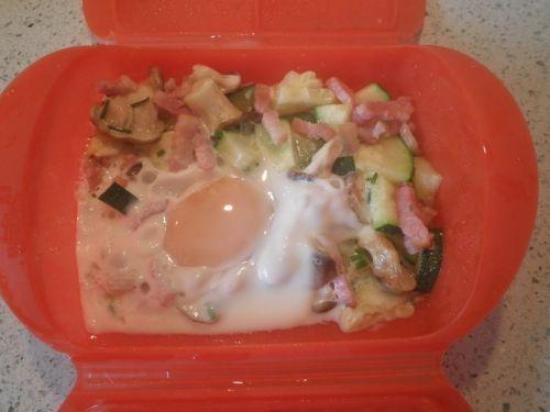 Revuelto de huevo con setas, bacon y calabacín | Recetas de huevo,Segundos platos,Microondas | Recetas Lékué: