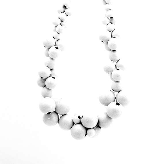MoleCOOLs White wooden necklace